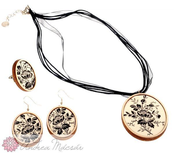 8fe2dc465 Fekete/ fehér rózsás ékszer szett - nyaklánc, fülbevaló, gyűrű