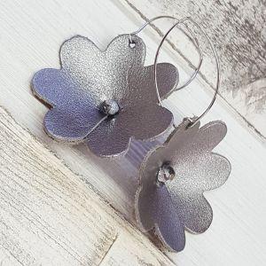 Ezüst bőr virág fülbevaló - bármikor, bárhová darab