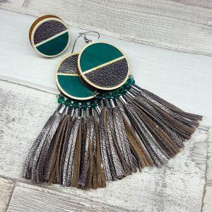 Zöld - bronz bőr rojtos fülbevaló - igazi vagány, statement darab AJÁNDÉK gyűrűvel