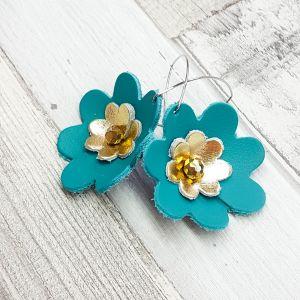 Arany-türkiz bőr virág fülbevaló