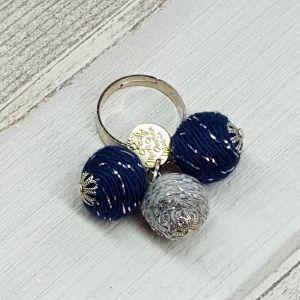 Ezüst szállal átszőtt navy színű golyós gyűrű