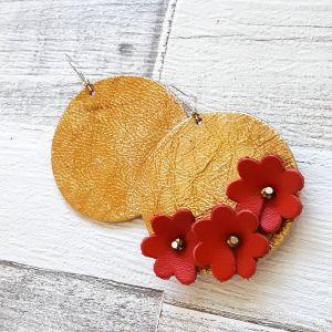 Aszimmetrikus arany/piros virágos bőr statement fülbevaló