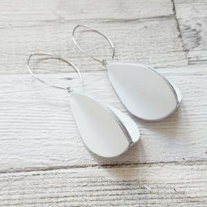 Fehér színű valódibőr csepp fülbevaló