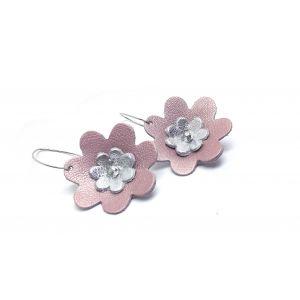 Rózsaszín, ezüst, bőr virágos fülbevaló - elegáns ékszer, különleges, nőies ékszer