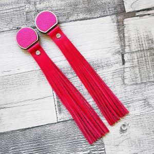 Extra hosszú, bőr rojtos pink/rózsaszín fülbevaló gyöngyszegeccsel
