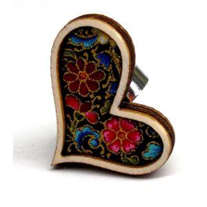Szívalakú gyűrű arany kontúros textillel