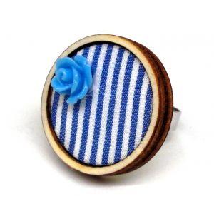 Kék-fehér csíkos design gyűrű akril virágdekorációval