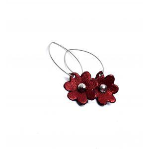 Csillogó piros színü virágos kis fülbevaló különleges akasztóval - nőies ékszer