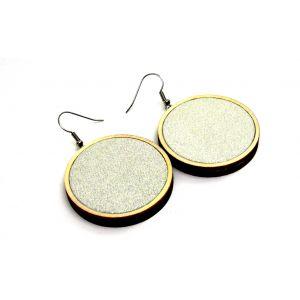 Csillogó ezüst textillel készült fülbevaló