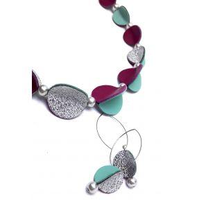 Pink, ezüst, türkizzöld színű bőrökkel készült design ékszerszett