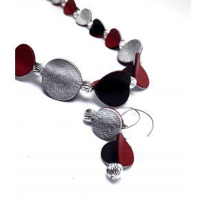 Piros, fekete, ezüst bőrből készült különleges ékszer, nőies ékszerszett - nyaklánc, fülbevaló