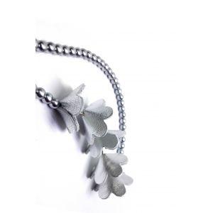 Ezüst bőrből készül virágos nyaklánc tekla üveggyöngyökkel - #nagyoncsajos