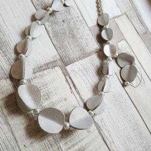 Ezüst bőrből készült különleges ékszer, nőies ékszerszett - nyaklánc, fülbevaló