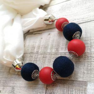 Fehér körkendő navy és piros golyósorral