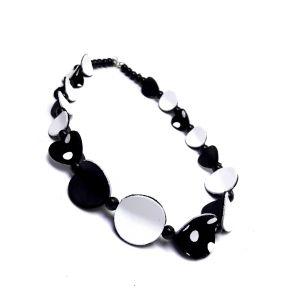 Fekete fehér pöttyös bőr nyaklánc design ékszer