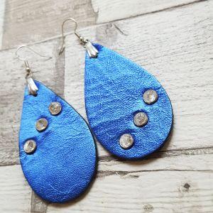 Fényes kék nagy csepp valódi bőr fülbevaló gyöngyszegeccsel