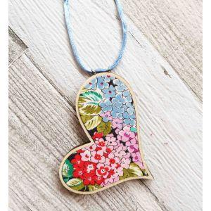 Ferde szív nyaklánc - kék/rózsaszín virágos