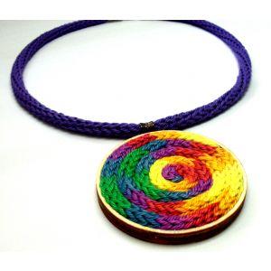 Multicolor nyakperec