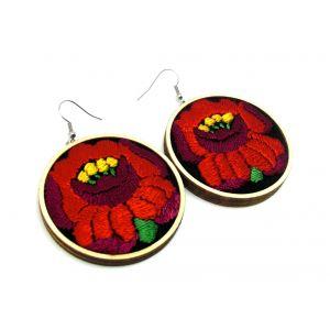 Fekete alapon kézzel hímzett piros kalocsai virág - fülbevaló különböző méretekben