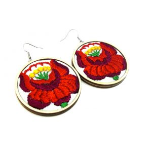 Kézzel hímzett kalocsai mintás fülbevaló piros virágos