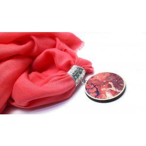 Lazac színű kendő batikolt medállal