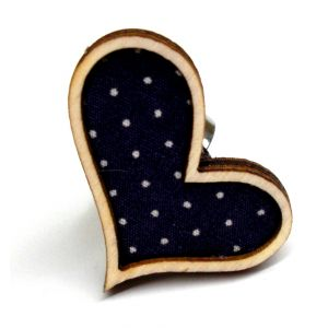 Lila alapon pöttyös szív alakú gyűrű