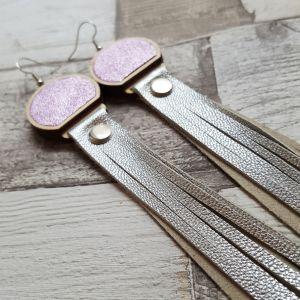 Lila-ezüst hosszú rojtos bőr fülbevaló