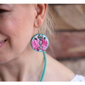 Kézzel hímzett matyó mintás design fülbevaló - menta/rózsaszín