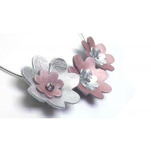 Ezüst, csillogó rózsaszín bőrből készült virágos nyakperec -  elegáns, nőies ékszer