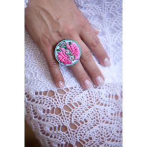 Kézzel hímzett matyó mintás design gyűrű - menta/rózsaszín