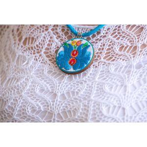 Kézzel hímzett matyó mintás design nyaklánc - türkizkék