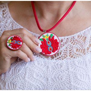 Kézzel hímzett matyó mintás design nyaklánc - piros