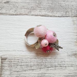 Rózsaszín-pink bohó gyűrű charmokkal