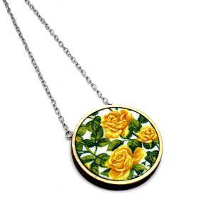 Sárga rózsás nyaklánc