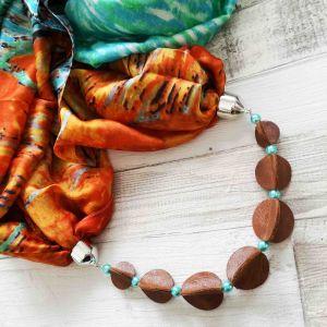 Selyemkendő karamell bőr gyöngysorral