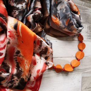 Selyemkendő narancs bőr gyöngysorral