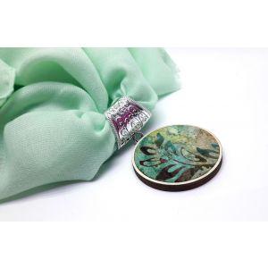 Türkiz zöld kendő batikolt medállal