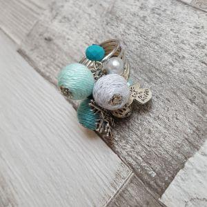 Türkiz-ezüst bohó gyűrű charmokkal
