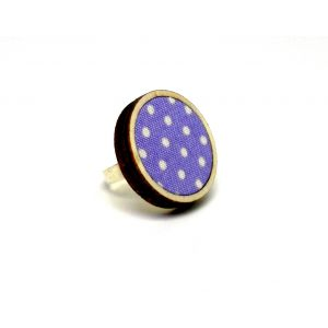 Világos lila színű pöttyös gyűrű