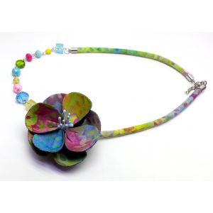 Bohó színes virágos nyaklánc gyöngyökkel