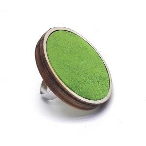 Csillogó, színváltós zöld színű bőrrel készült nagy gyűrű